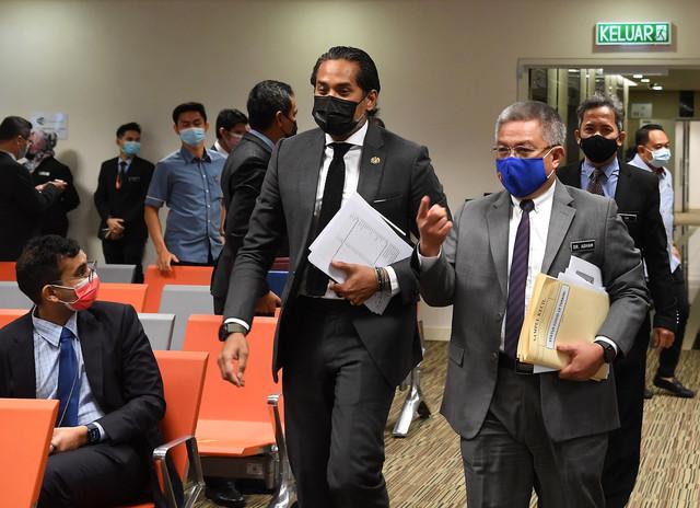Khairy (kiri) dan Dr Adham ketika hadir pada sidang media mengenai perkembangan Program Imunisasi COVID-19 Kebangsaan hari ini. - Gambar Bernama