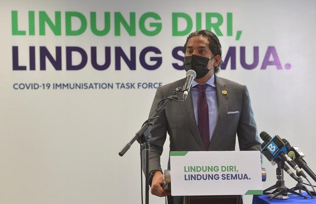 Khairy ketika sidang media mengenai perkembangan Program Imunisasi COVID-19 Kebangsaan di Kompleks F1 hari ini. - Gambar Bernama