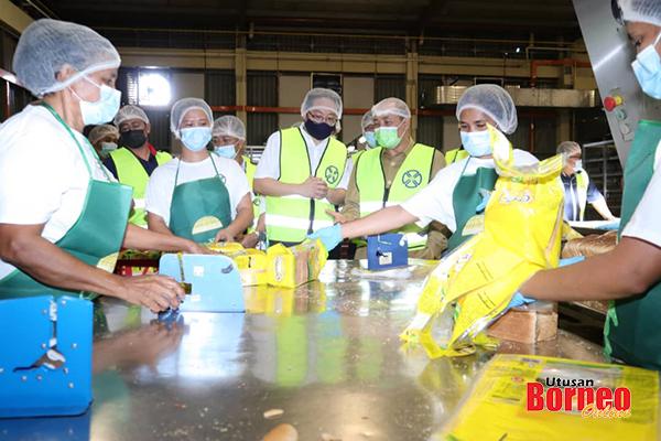 Lawatan rasmi ke kilang pemprosesan roti tempatan iaitu Kim Teck Cheong Consolidated Berhad