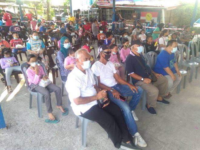 Sebahagian penduduk Tanjung Aru yang hadir sempena majlis itu.