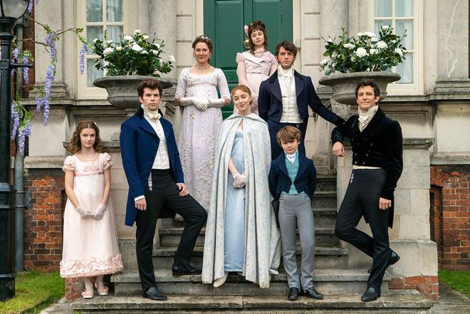 Musim pertama menyaksikan Daphne, lakonan Phoebe Dynevor (tengah) membuat penampilan sulung di Regency London, mencari seorang suami, dan musim kedua akan fokus kepada abangnya Lord Anthony  (kanan) yang dilakonkan oleh Jonathan Bailey.