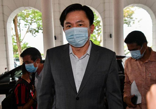 Paul Yong hadir bagi perbicaraan kes rogol pembantu rumah membabitkannya di Mahkamah Tinggi Ipoh semalam. — Gambar Bernama