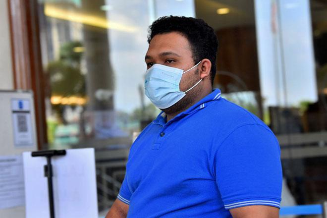 Sufazrin didenda RM7,000 oleh Mahkamah Sesyen semalam selepas mengaku bersalah membuat dan menghantar komunikasi jelik terhadap Agong di laman sosial Twitter tahun lepas. — Gambar Bernama