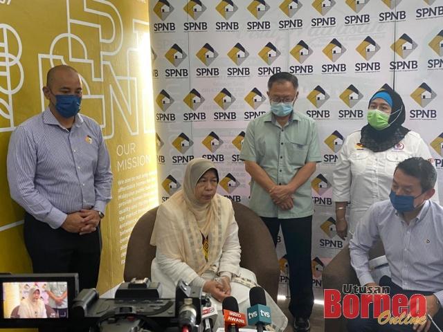 Zuraida pada sidang media selepas merasmikan pejabat Syarikat Perumahan Negara Berhad di Kuching, hari ini.