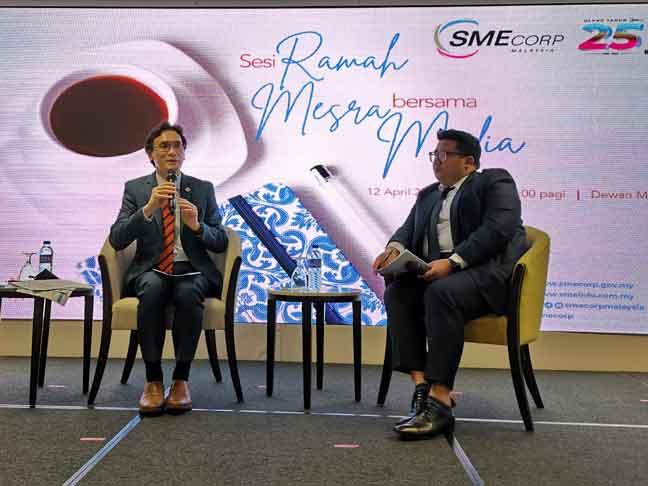Rizal Nainy (kiri) pada sesi ramah mesra bersama media di ibu pejabat SME Corp baru-baru ini.