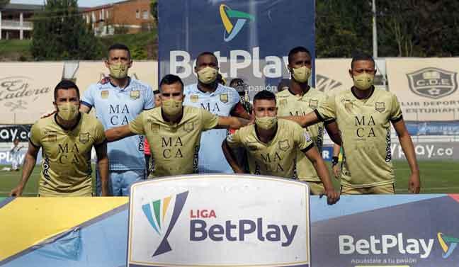 Pemain Aguilas bergambar sebelum perlawanan menentang Bocaya Chico bermula di Rionegro baru-baru ini. — Gambar AFP