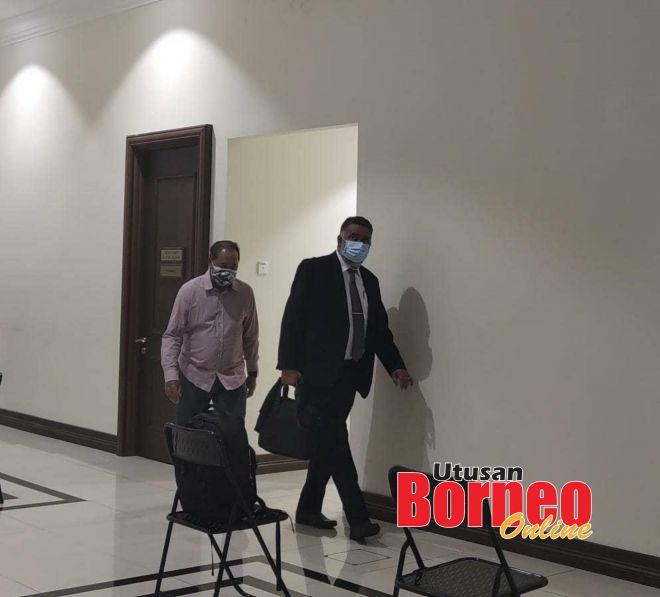 Tertuduh diiringi peguam memasuki bilik bicara di Mahkamah Khas Rasuah di sini.