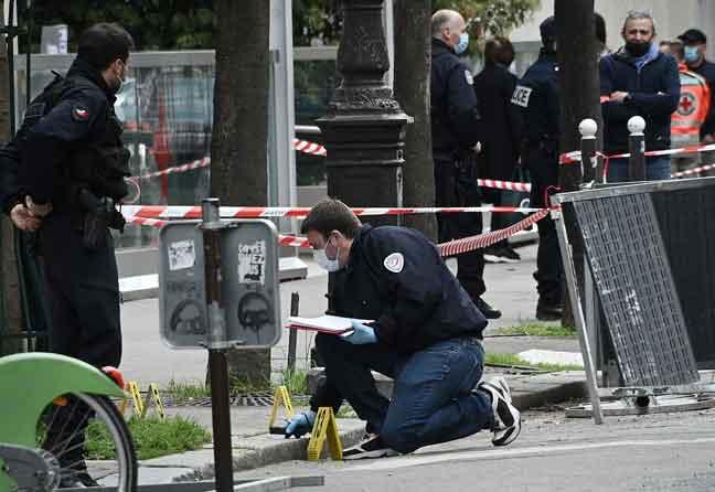 Seorang maut, seorang cedera ditembak di luar hospital Paris