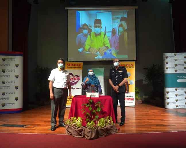 Pelajar SMK Seri Ampangan mengambil bahagian secara dalam talian, sambil mentor mereka Dr Mahanim Hanid menerima anugerah tersebut bagi pihak mereka daripada Azlam Shah dan Timbalan Naib Canselor (Pembangunan) yang menjalankan fungsi Timbalan Naib Canselor (Hal Ehwal Pelajar), Universiti Malaya) Prof Ir Dr Abdul Aziz Abdul Raman.