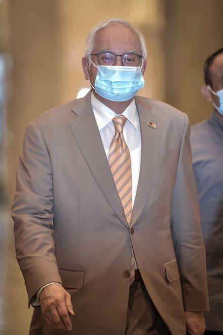 Najib tiba di Mahkamah Rayuan semalam bagi pendengaran rayuannya terhadap sabitan dan hukuman penjara kerana penyalahgunaan dana SRC International sebanyak RM42 juta. — Gambar Bernama
