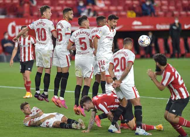 Babak aksi perlawanan La Liga di antara Sevilla dan Athletic Bilbao di Stadium Ramon Sanchez Pizjuan. — Gambar AFP