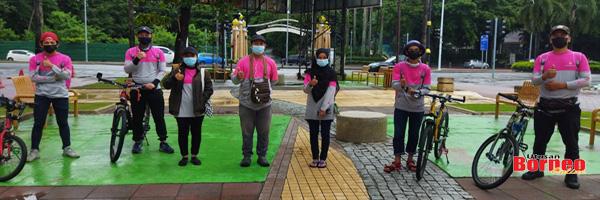 Antara penghantar makanan 'walker' Foodpanda di Kota Kinabalu.