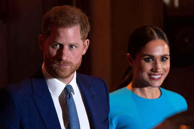 """Putera Harry sekali lagi menekankan keluarganya memandang sebelah mata kepada kesengsaraan yang dihadapi oleh isterinya dalam sebuah siri dokumentari yang baharu ditayangkan, dan menyatakan beliau tidak akan """"berdiam diri apabila dibuli."""" — Gambar AFP"""