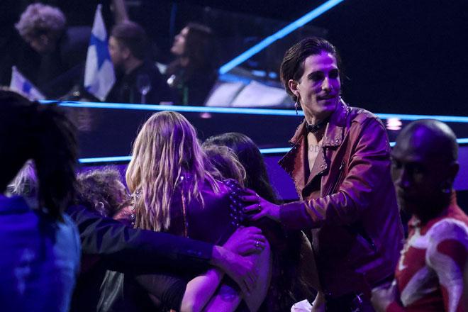 Maneskin meraikan kemenangan mereka selepas diumumkan sebagai juara edisi ke-65 Eurovision Song Contest 2021, yang diadakan di pusat konvesyen Ahoy di Rotterdam, pada 22 Mei lepas. — Gambar AFP