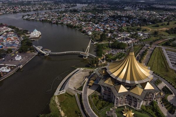 Pemandangan bangunan DUN Sarawak dari udara - Gambar fail Bernama