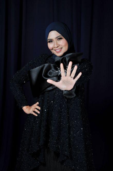 Siti Nordiana sebagai 'Inspirer' atau idola inspirasi kepada bakat-bakat yang terpilih.