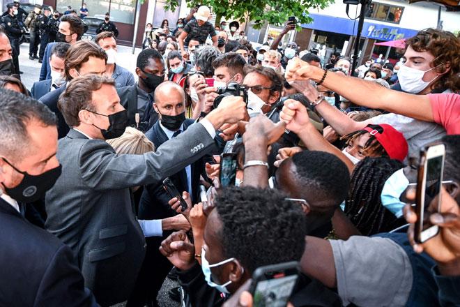 Macron kena tampar semasa sesi bertemu orang ramai