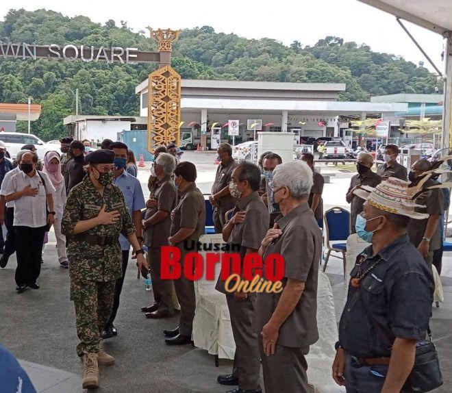 Abang Johari tiba di Majlis Penyerahan Bantuan Makanan Sarawakku Sayang di  Dataran Kapit, hari ini.