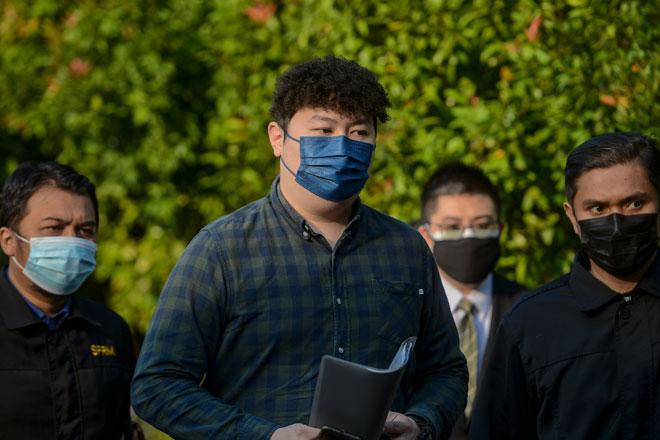 Cheah mengaku tidak bersalah di Mahkamah Sesyen, Kuala Lumpur semalam atas pertuduhan menerima suapan berjumlah RM7,000, tiga tahun lepas. Cheah membuat pengakuan itu selepas pertuduhan terhadapnya dibacakan di hadapan Hakim Azura Alwi. — Gambar Bernama