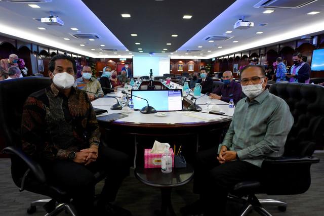 Mesyuarat Badan Bertindak Program Imunisasi COVID-19 Kebangsaan peringkat Pahang, di sini hari ini.