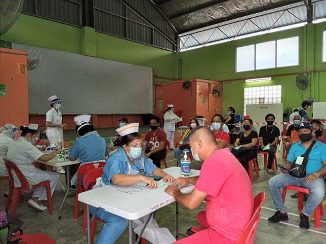 Gaya ba PPV Gua lebuh ti program tuchuk dos keterubah vaksin COVID-19 bansa Sinovac. — Gambar Penerangan