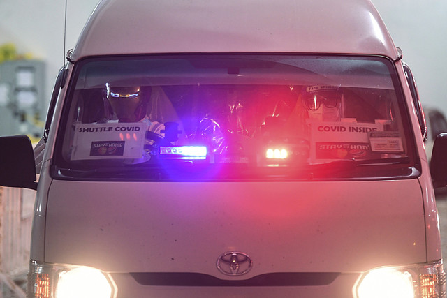 Petugas barisan hadapan (kiri) memakai topeng watak adiwira 'Iron Man' semasa memandu ambulans tiba di pusat sanitasi setelah menguruskan penghantaran pesakit COVID-19 ke PKRCMAEPS. - Gambar Bernama