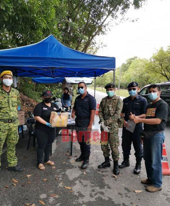 Pengari PEDAS Bintulu (dua kiba) nyuaka bantu ngagai pengari penerima ba sebuah pos palan operasyen di Bintulu kemari.