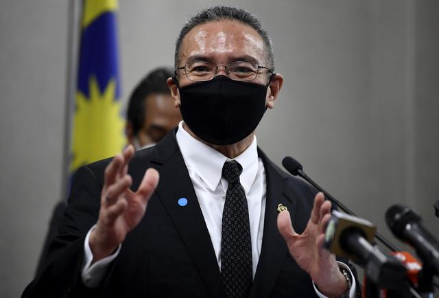 Hishammuddin ketika sidang media pada Mesyuarat Penggal Keempat, Parlimen ke-14 di Bangunan Parlimen hari ini. - Gambar Bernama