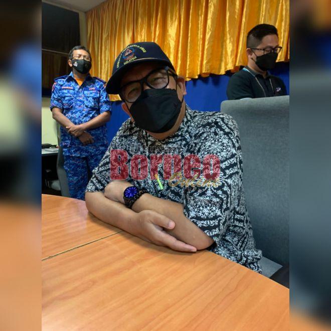 Abdul Latif semasa memberikan penerangan berkenaan Nota Jemaah Menteri semasa sesi sidang media di sini semalam.