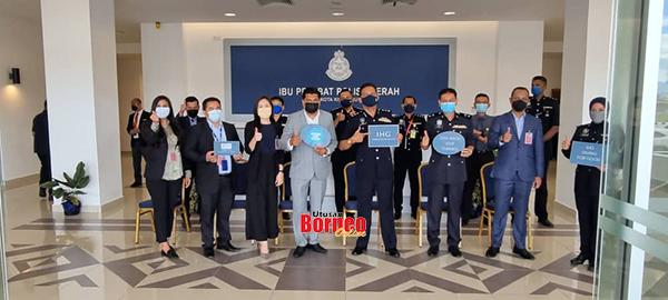 HIEXKK merakamkan gambar kenangan ketika berkunjung ke Ibu Pejabat Polis Daerah Kota Kinabalu