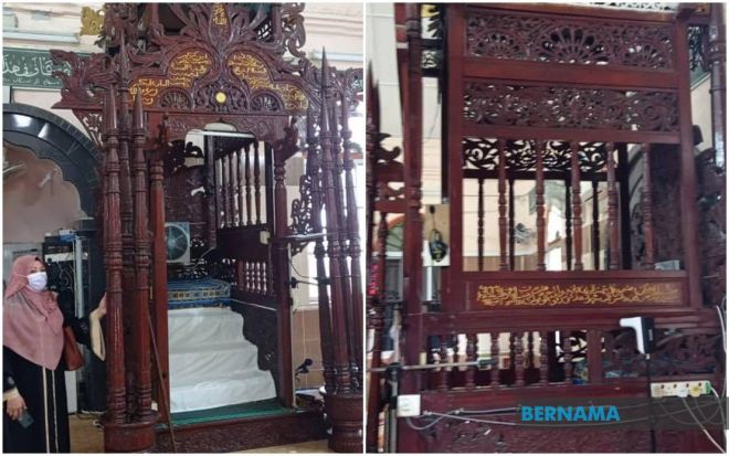 Mimbar berusia 105 tahun yang masih utuh dan tersergam indah di Masjid Batu di Kuala Kurau. -Gambar Bernama