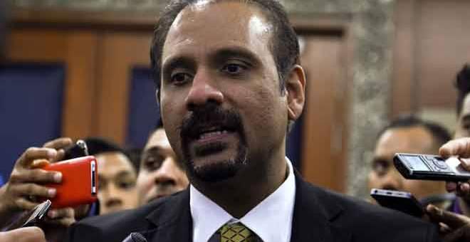 KENA HALAU: Ramkarpal bercakap pada sidang media ringkas selepas berlaku sedikit kekecohan yang melibatkan beliau pada Sidang Dewan Rakyat di Bangunan Parlimen, Kuala Lumpur semalam. — Gambar Bernama
