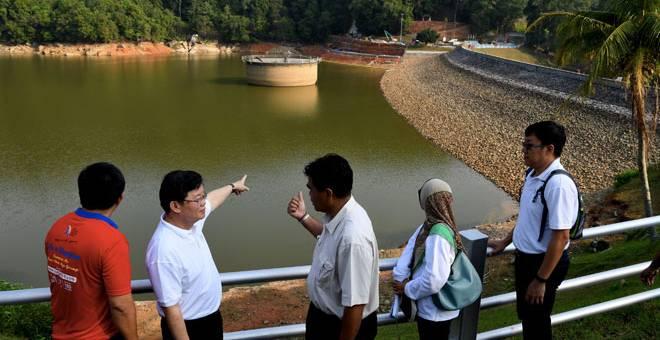 PEMBENIHAN AWAN: Empangan Air Itam mempunyai air mentah yang mencukupi untuk memenuhi keperluan bekalan air di bandar Air Itam, Lembah Paya Terubong dan kawasan sekitarnya  elama 48 hari. — Gambar Bernama