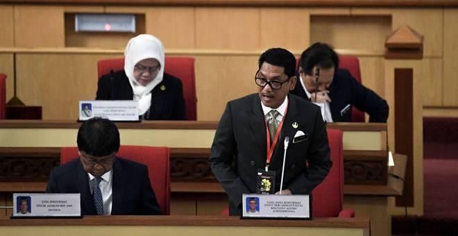 JAWAB SOALAN: Menteri Besar Perak, Ahmad Faizal Azumu merangkap ADUN Chenderiang                       menjawab soalan lisan pada sesi mesyuarat pertama penggal kedua Dewan Negeri Perak Darul Ridzuan ke-14 di Bangunan Perak Darul Ridzuan, Ipoh semalam. — Gambar Bernama