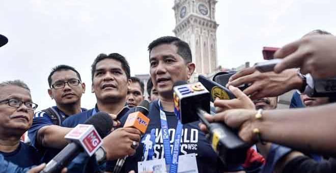 PERMODENAN PERTANIAN: Azmin ditemui media selepas World Stats Run 2019 di Dataran Merdeka, Kuala Lumpur, semalam. — Gambar Bernama