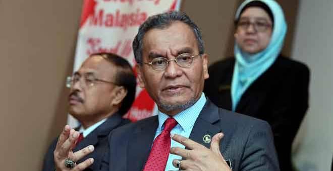 JAWAB: Dzulkefly ketika sidang media selepas melancarkan Hari Keselamatan Pesakit Sedunia dan Seminar Keselamatan Pesakit di Putrajaya, semalam. — Gambnar Bernama
