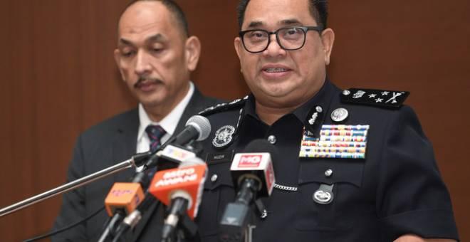 Pengarah Jabatan Siasatan Jenayah Bukit Aman Datuk Huzir Mohamed (kanan) ketika sidang media harian di Ibu Pejabat Polis Bukit Aman hari ini.