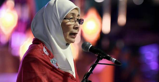 Wan Azizah ketika berucap merasmikan Majlis Rumah Terbuka Malaysia (MRTM) Deepavali 2019 di Perak. -BERNAMA