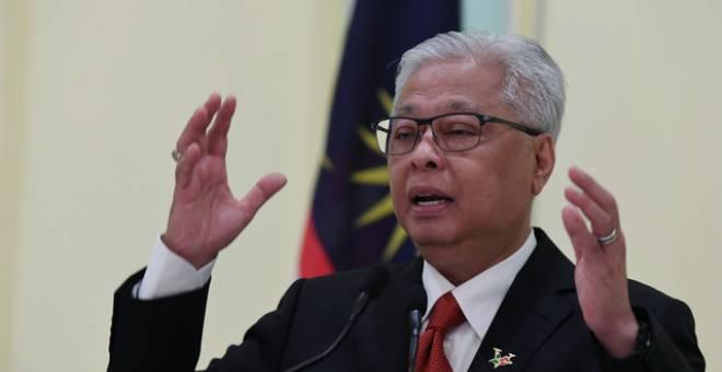 Ismail Sabri bercakap pada sidang media harian perkembangan terkini PKPP di Bangunan Perdana Putra hari ini. - Gambar Bernama