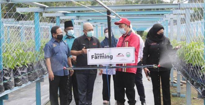 Kiandee melawat PPHP di PPK Kuala Langat bagi melihat sendiri operasi pusat itu yang berperanan membantu memasarkan hasil-hasil pertanian ahli PPHP.
