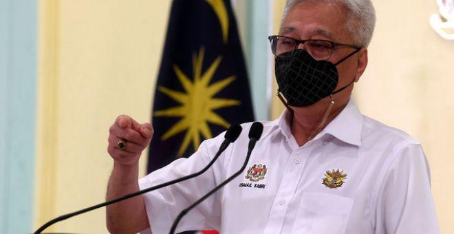 Ismail Sabri ketika sidang media bersama Ketua Pengarah Kesihatan mengenai perkembangan terkini PKP di Bangunan Perdana Putra semalam. - Gambar Bernama