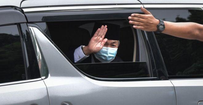 Zahid selepas menghadap Yang di-Pertuan Agong Al-Sultan Abdullah Ri'ayatuddin Al-Mustafa Billah Shah di Istana Negara hari ini. - Gambar Bernama