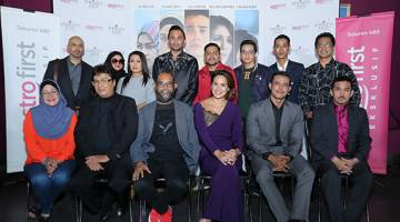 MANTAP: Barisan pelakon, pengarah dan penerbit muzikal drama 'Permata Hati' yang kini boleh ditonton di Astro First Eksklusif (saluran 480).