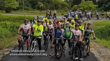 IKUT SERTA: Antara Gabungan Kelab Berbasikal sekitar bandar raya Kuching yang menjayakan Kayuhan Amal Kemanusiaan Bantuan Kebakaran.