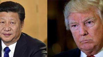 SEPAKAT: Gambar gabungan menunjukkan Presiden China Xi Jinping (kiri) ketika ditemu bual di Lapangan Terbang Heathrow di London pada 19 Oktober, 2015                     dan Presiden AS Donald Trump sedang mendengar soalan daripada pemberita di New York, Amerika Syarikat pada 9 Januari, 2017. — Gambar Reuters