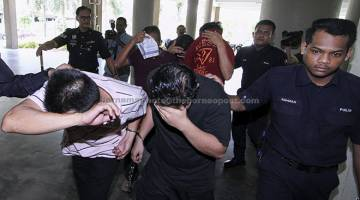 HADAPI TUDUHAN: Noor Hazaini dan empat yang lain mengaku tidak bersalah di Mahkamah Sesyen semalam atas lapan pertuduhan menyalahgunakan wang milik sebuah bank melibatkan wang sejumlah RM10,974,484.80 dan menerima sejumlah wang yang merupakan hasil daripada aktiviti pengubahan wang haram tiga tahun lepas di Kuala Lumpur. — Gambar Bernama