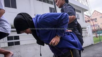 DIDAKWA: Mastura didakwa di Mahkamah Sesyen dekat Kajang, semalam berhubung kes bayi lelaki yang baharu dilahirkan dijumpai cedera di dalam longkang di tempat kerjanya 6 Januari lalu. — Gambar Bernama