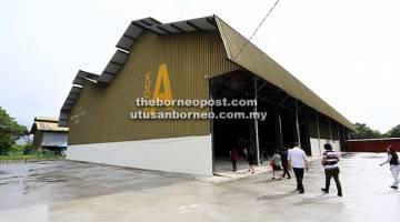 HAB BANTU BELIA: Sebahagian daripada ruangan di dalam beberapa blok yang terdapat di Borneo 744 di Kuching.