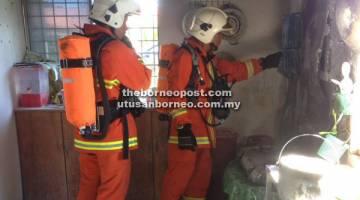 PANTAU:  Anggota bomba melakukan pemantauan dan pemeriksaan lanjut kebakaran yang telah berlaku di Tabika Kemas Sungai Pasir, semalam.