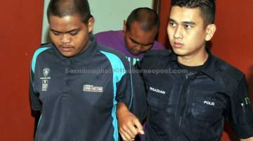 KE PENJARA: Dua sahabat Mohamad Aidilfitri (kiri) dan Muhammad Afiq dijatuhi hukuman penjara 10 tahun oleh Mahkamah Sesyen di Shah Alam semalam atas cubaan membunuh seorang wanita warga Indonesia dengan mencampaknya di Sungai Klang pada 6 Februari lepas. — Gambar Bernama